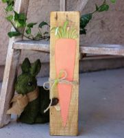 a-cute-and-simple-carrot-pallet-sign-with-dimension-and-a-twine-bow-is-a-lovely-idea-for-spring