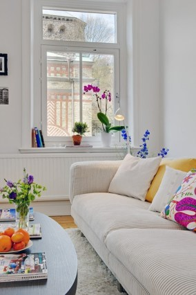 colorful-and-airy-spring-living-room-designs-32