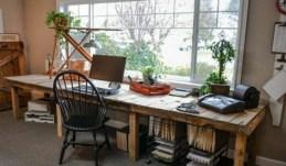 farmhouse-home-office-decor-ideas-13-554x325