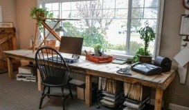 farmhouse-home-office-decor-ideas-13-554x325