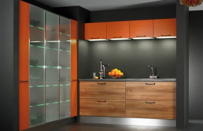 kitchen-in-orange-and-natural-tones
