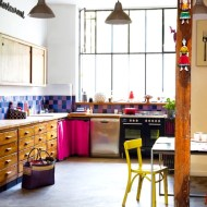 loft-kitchen-with-colorful-accents