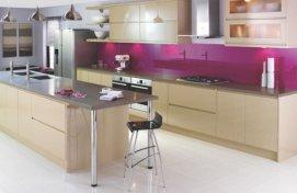 neutral-kitchen-with-bright-backsplash