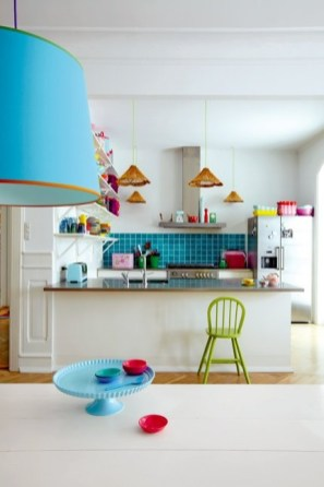 plain-kitchen-with-colorful-accents