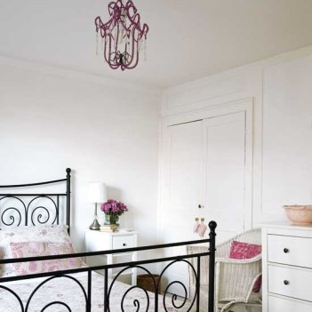 romantic-and-tender-feminine-bedroom-designs-23