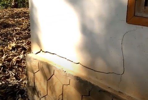 Cracks due to foundation settlement