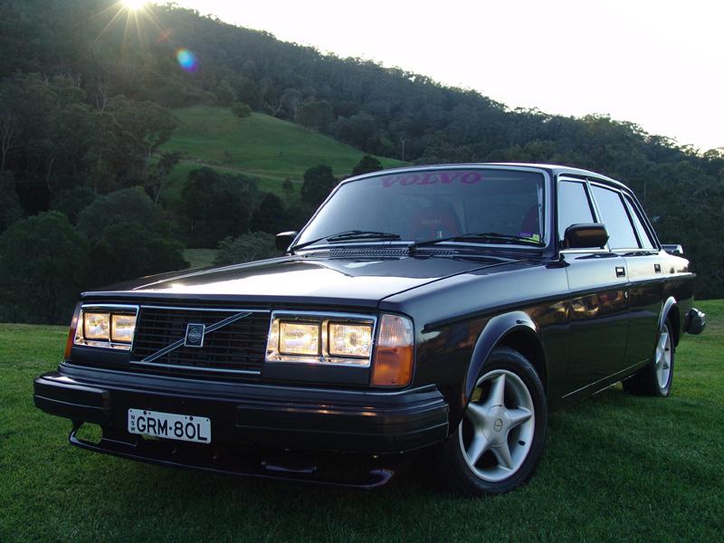 Volvo 244 with a twin-turbo 1JZ-GTE inline-six
