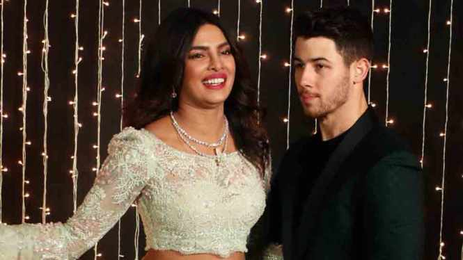 Priyanka Chopra Nick Jonas Land At Salman Khan S Galaxy Apartment After Their Wedding Reception