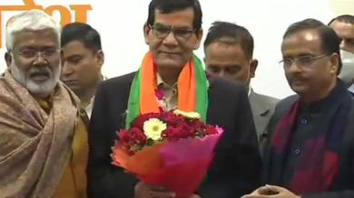 AK Sharma, Gujarat cadre IAS officer who took VRS, joins BJP in UP