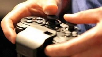 सोशल मीडिया और वीडियो गेम का उपयोग सामाजिक अलगाव की भावनाओं को बढ़ा सकता है