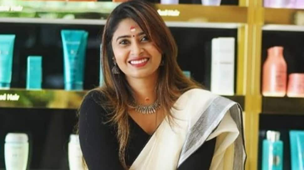 Filmmaker Aisha Sultana booked for sedition for spreading 'false' news on COVID-19 in Lakshadweep