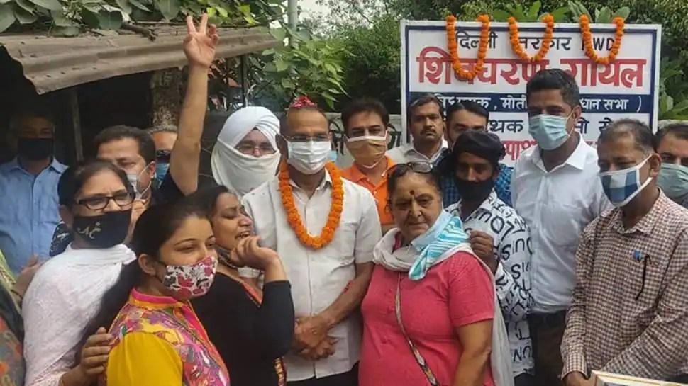 AAP MLA inaugurates speed breaker in Delhi, netizens ask 'first one in India' | Delhi
