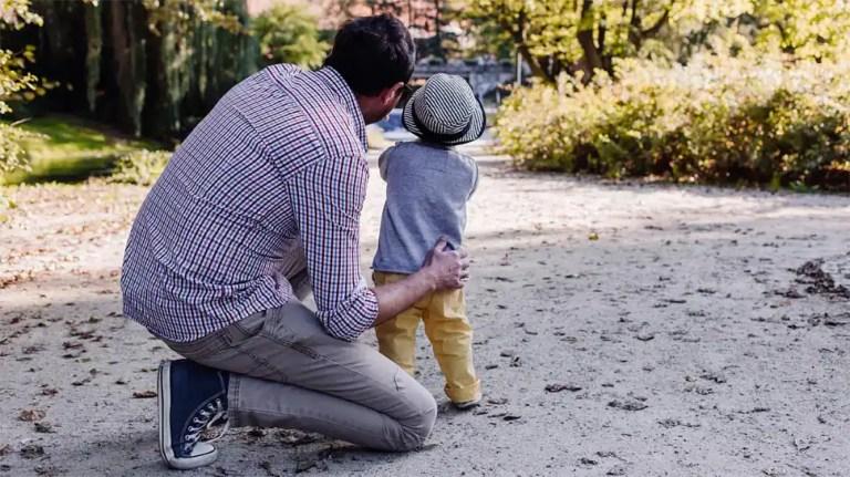 फादर्स डे 2021: आपके प्यारे डैडी के लिए ये गर्मजोशी भरे फेसबुक, व्हाट्सए टेक्स्ट मैसेज!