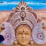 On Maha Ashtami, Sudarsan Pattnaik creates breathtaking Maa Durga sand art using seashells at beach - Watch 💥👩👩💥
