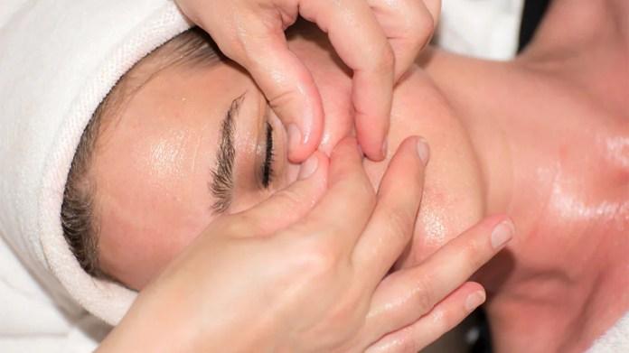 face massage, Gua Sha
