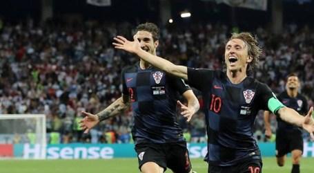 Businesslike Croatia take top spot and bury Iceland