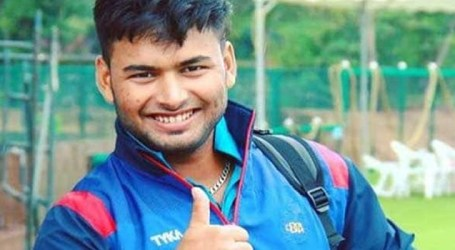 Not competing with anyone, keep learning from MS Dhoni : Rishabh Pant