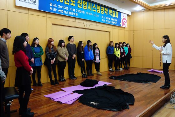 Master Yoon helps students prepare