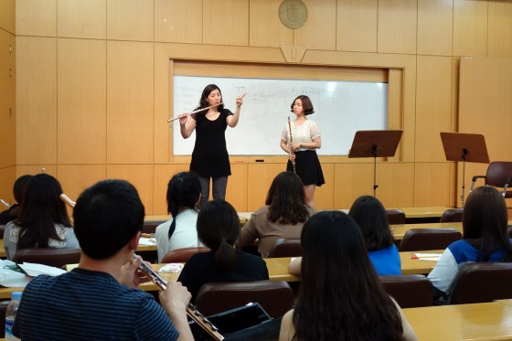 Youngnam University flute lecturer Kim Soo-youn addresses the class during a lesson with 1st-year flute student Han Bo-hyun (PHOTOS: Charles Ian Chun)
