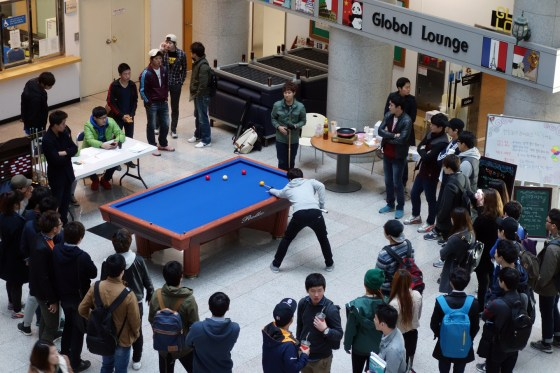 During Kangnam University's Fall Festival, students take a break from classes to play 3-cushion billiards on the first floor of Shalom Hall. (Photo: Charles Ian Chun)