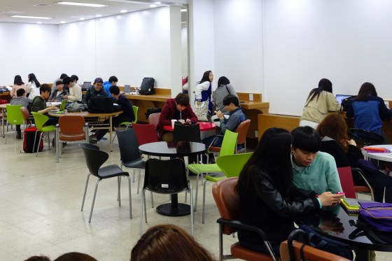 Students study and relax at the Healing Zone.(Photo: Charles Ian Chun)
