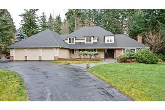 Elegant & updated two story on private, 35,100 s.f lot in Sheffi