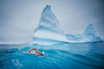 Lewis Gordon Pugh swimming in ice cold water
