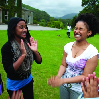 young-people-girls-group-smiling-outdoor-300dpi