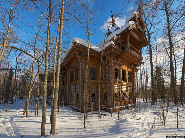 Abandoned mansions in deep Russian forest | just in some place
