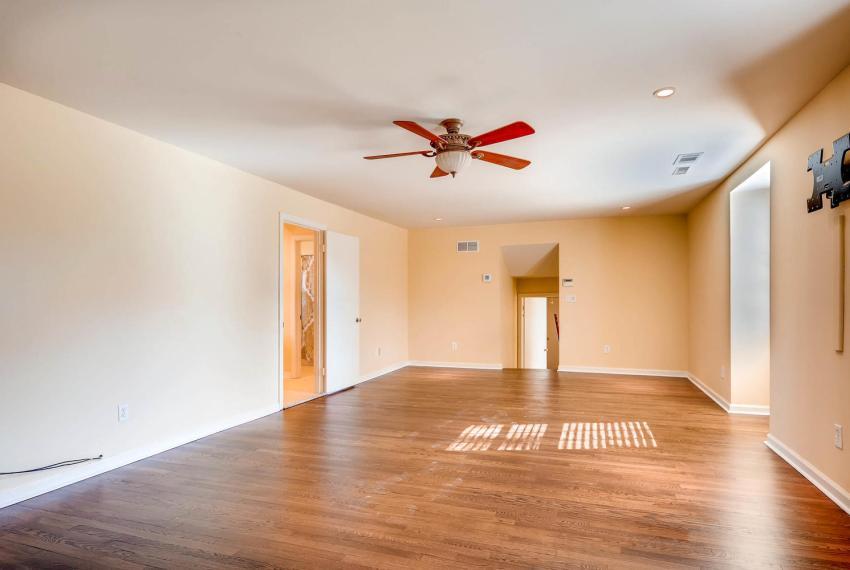 2587-cosmos-court-ne-atlanta-large-027-12-2nd-floor-master-bedroom-1499x1000-72dpi