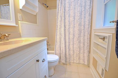 21-hall-bath