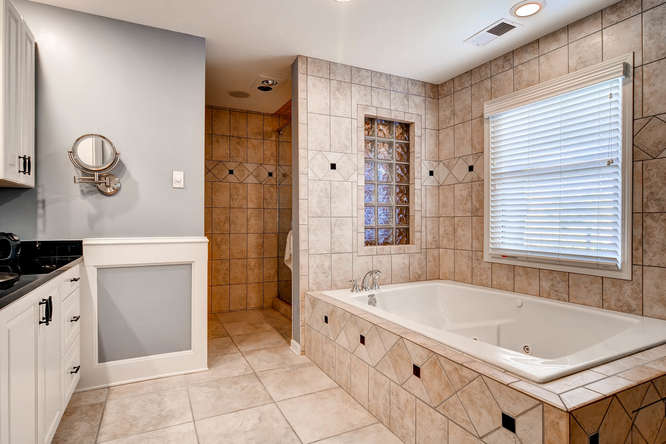 3226-leslie-lane-atlanta-ga-small-016-12-3rd-floor-master-bathroom-666x445-72dpi