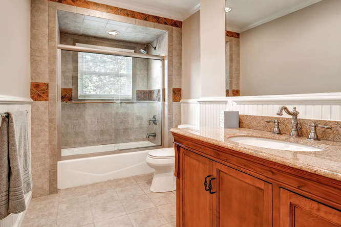 3226-leslie-lane-atlanta-ga-small-018-9-2nd-floor-bathroom-666x445-72dpi