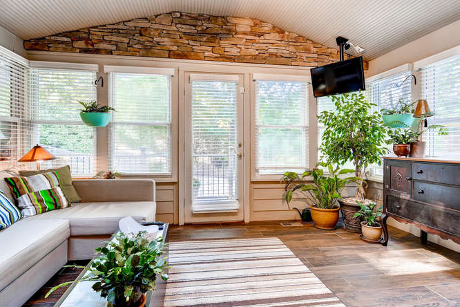 3226-leslie-lane-atlanta-ga-small-031-26-sunroom-666x445-72dpi