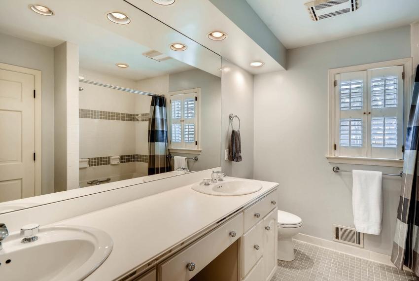 2828 Cravey Dr NE Atlanta GA-large-021-22-2nd Floor Bathroom-1499x1000-72dpi