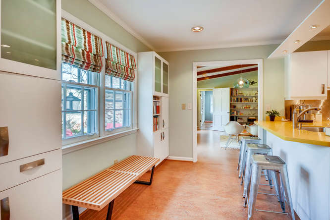 2646 Hawthorne Place NE-small-017-31-Breakfast Area-666x445-72dpi