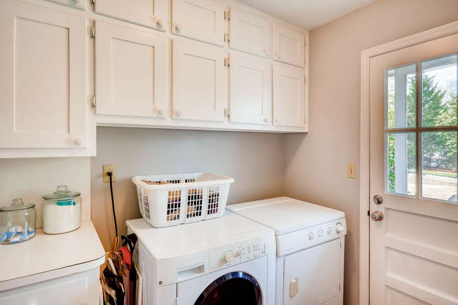 2646 Hawthorne Place NE-small-037-38-Laundry Room-666x445-72dpi