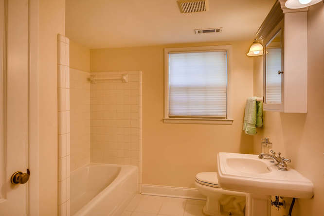 2638 Hawthorne Place NE-small-027-14-2nd Floor Bathroom-666x445-72dpi