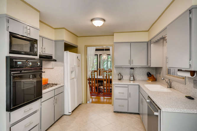 2391 Saint Andrews Court NE-small-014-3-Kitchen-666x445-72dpi