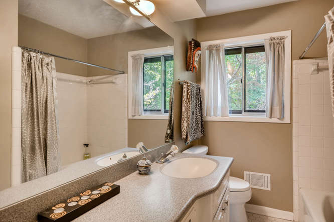 2391 Saint Andrews Court NE-small-029-42-Bathroom-666x445-72dpi