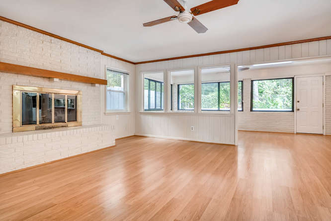 2528 Varner Drive NE Atlanta-small-016-25-Family Room-666x445-72dpi