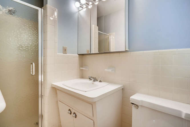 2528 Varner Drive NE Atlanta-small-020-8-Master Bathroom-666x445-72dpi
