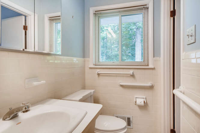 2528 Varner Drive NE Atlanta-small-021-36-Master Bathroom-666x445-72dpi