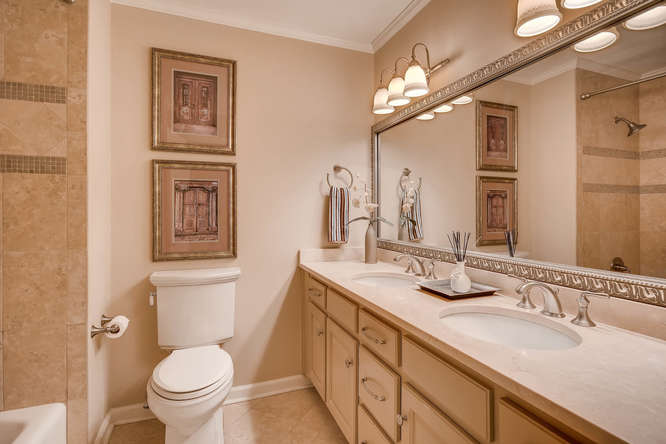 3186 Surgarplum rd Atlanta GA-small-026-15-2nd Floor Bathroom-666x445-72dpi