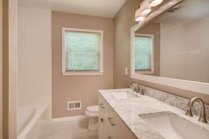 3239 Rehoboth Drive Decatur GA-small-027-24-2nd Floor Bathroom-666x445-72dpi