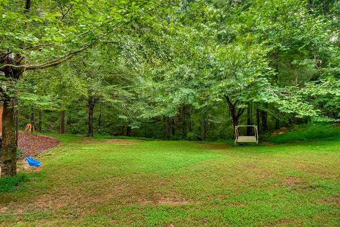 2195 Greencliff Dr NE Atlanta-small-041-36-Back Yard-666x445-72dpi