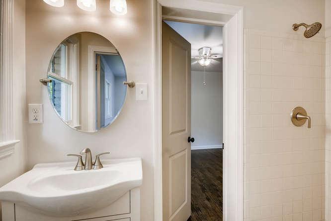 3002 Shenandoah Valley Rd NE-small-022-38-Bathroom-666x445-72dpi