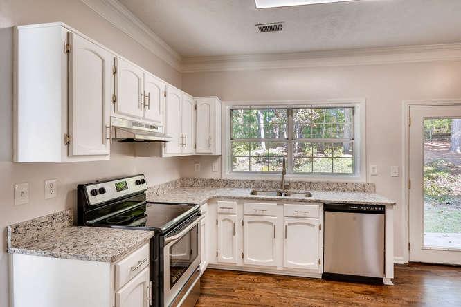 547 Ravinia Way Lawrenceville-small-013-26-Kitchen-666x445-72dpi