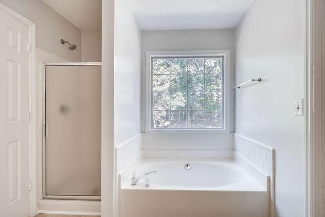 547 Ravinia Way Lawrenceville-small-026-20-2nd Floor Master Bathroom-666x445-72dpi