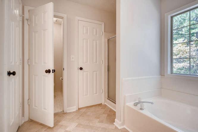 547 Ravinia Way Lawrenceville-small-027-23-2nd Floor Master Bathroom-666x445-72dpi